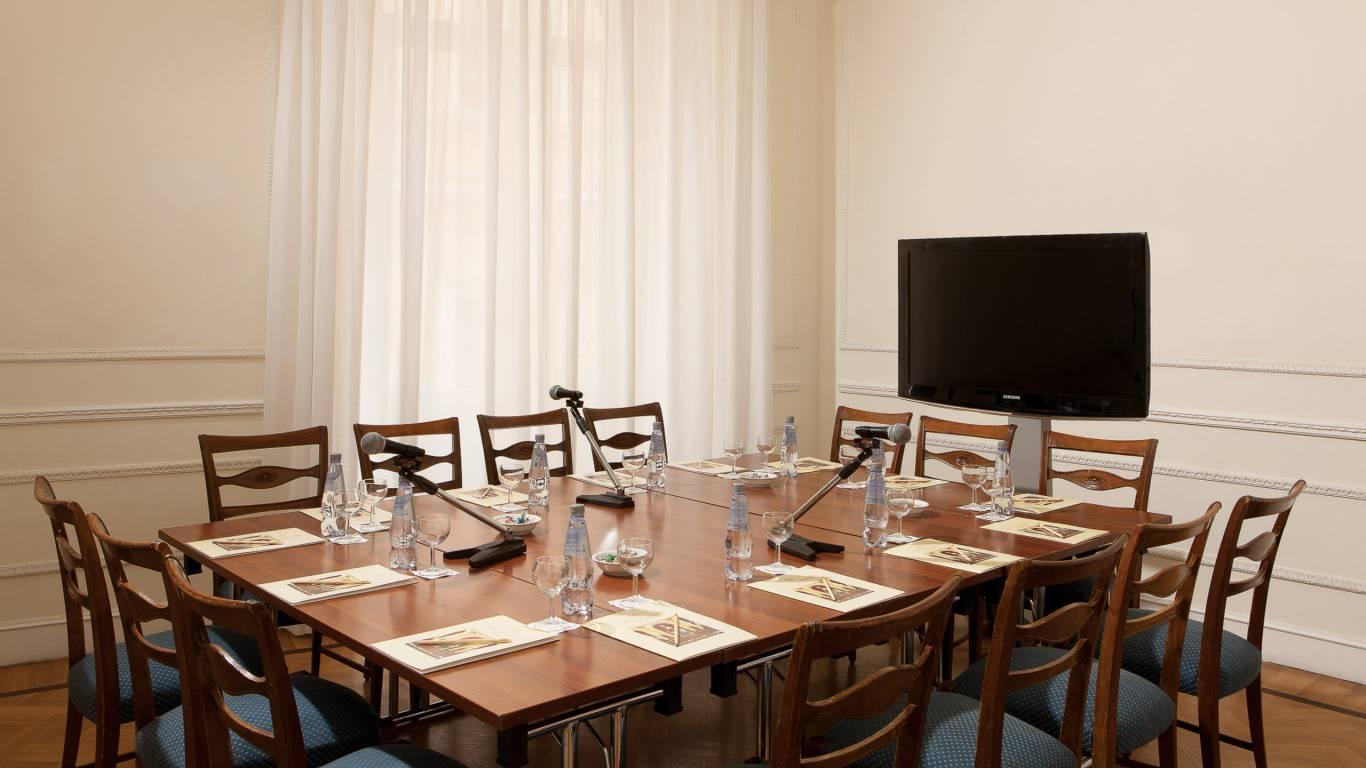 Hotel-Quirinale-Roma-meeting-Sala-Donizetti-Tavolo--unico